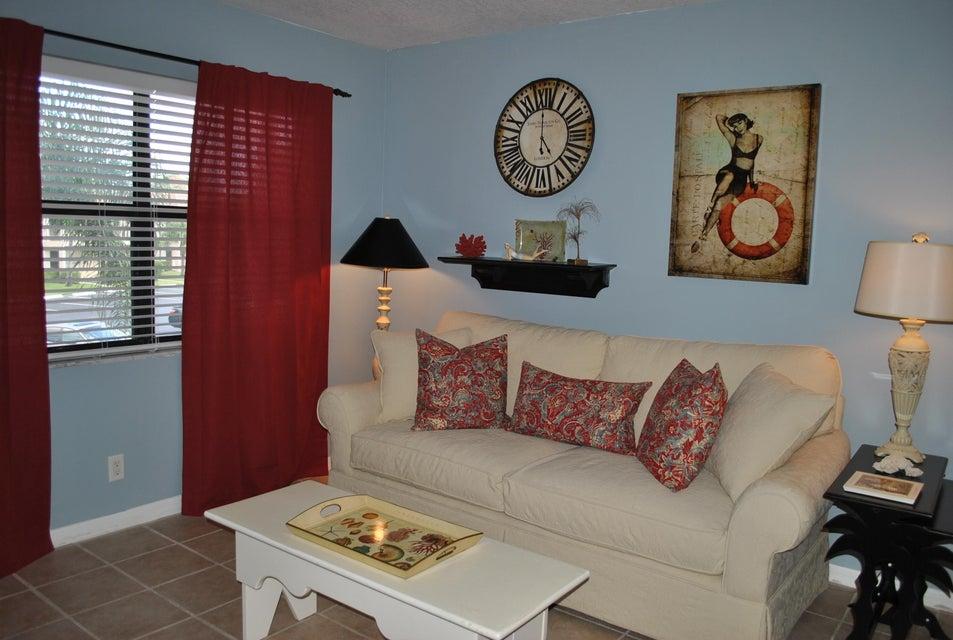 7221 Golf Colony Court 204, Lake Worth, FL 33467