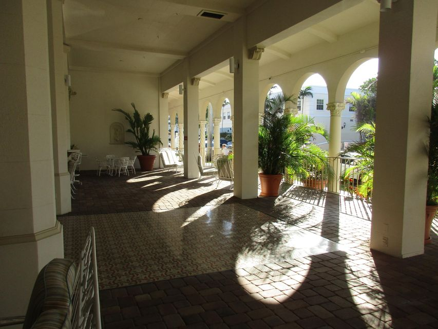Palm Beach Hotel Cond Decl 2-12-81 235 Sunrise