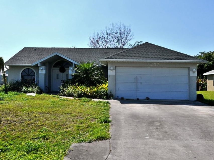 Additional photo for property listing at 3257 SE Pinto Street 3257 SE Pinto Street Port St. Lucie, Florida 34984 États-Unis