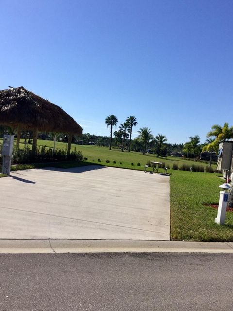 Additional photo for property listing at 231 NW Hazard Way 231 NW Hazard Way Port St. Lucie, Florida 34986 États-Unis