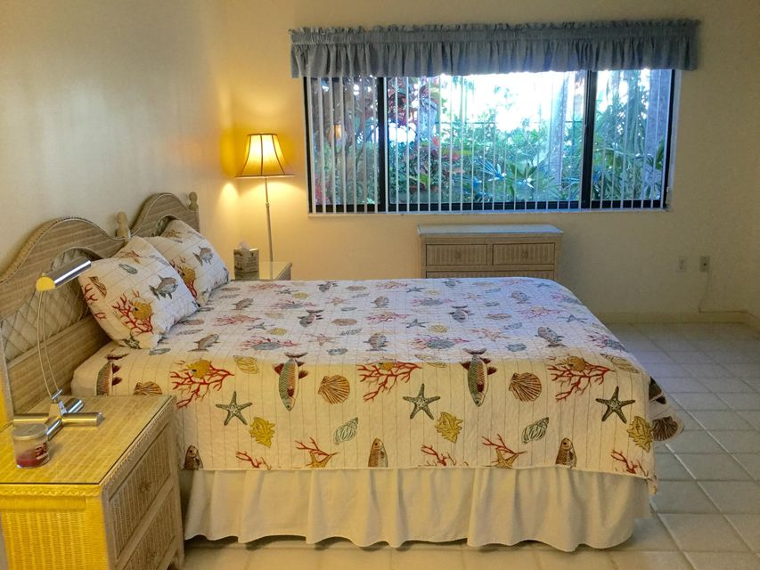 Additional photo for property listing at 518 Oak Harbour Drive 518 Oak Harbour Drive 朱诺海滩, 佛罗里达州 33408 美国