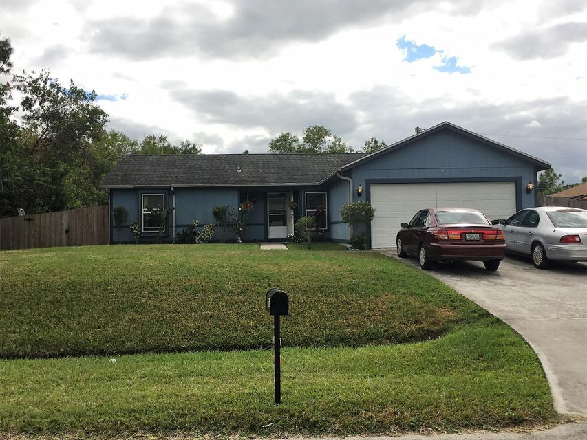 Great 3/2/2 starter home near Gatlin area, needs updated, flooring, TLC but has tons of potential. Garage has been converted to living space without permitting. It can be converted back into a 2 car garage. This home is a short sale and an experienced negotiator will facilitate for quickest results. All measurements are approximate and must be verified by buyer and/or buyers agent.