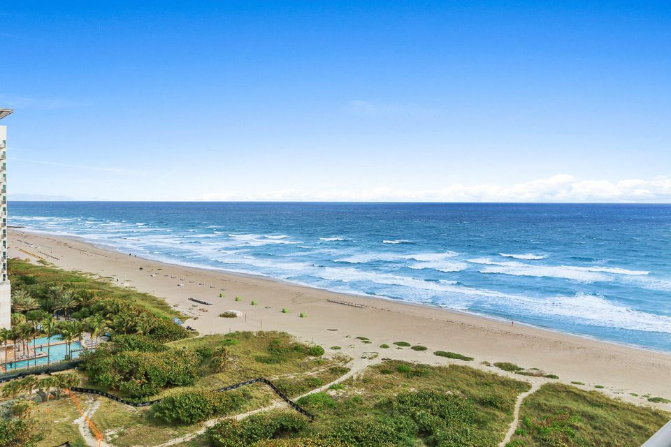 3000 N Ocean Drive is listed as MLS Listing RX-10298149 with 31 pictures