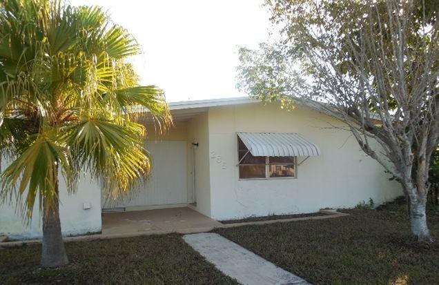 285 SE Abeto Lane, Port Saint Lucie, FL 34983