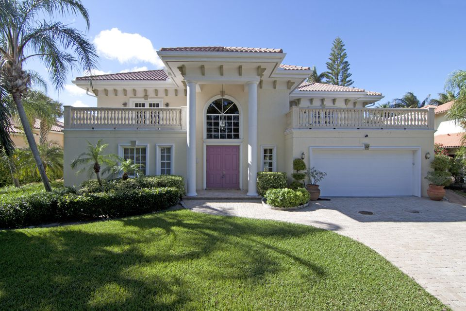 32 Anna Street, Ocean Ridge, FL 33435