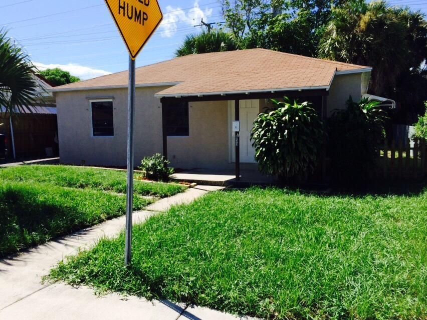 833 W 1st Street is listed as MLS Listing RX-10298230 with 23 pictures