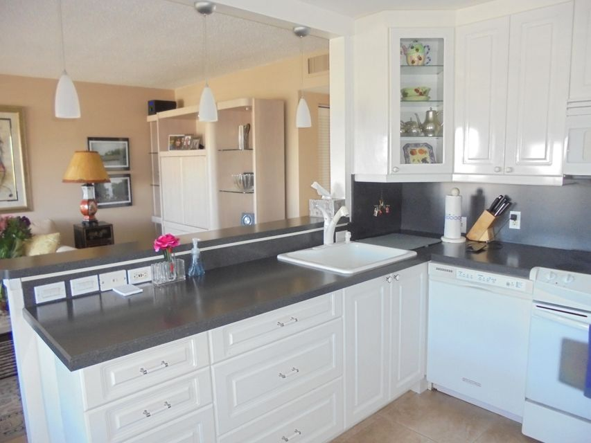 4030  Rexford B  is listed as MLS Listing RX-10298595 with 31 pictures