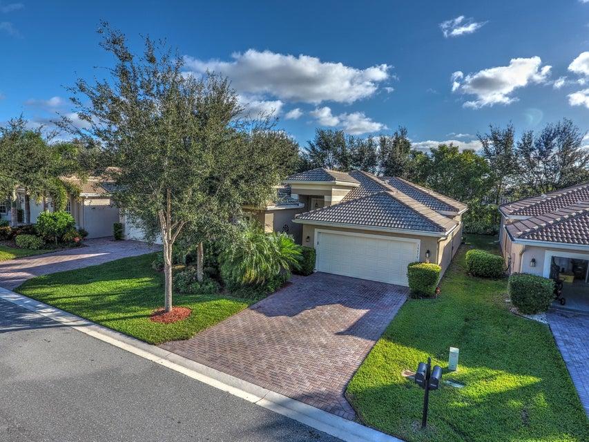 10670 Silverton Lane, Boynton Beach, FL 33437
