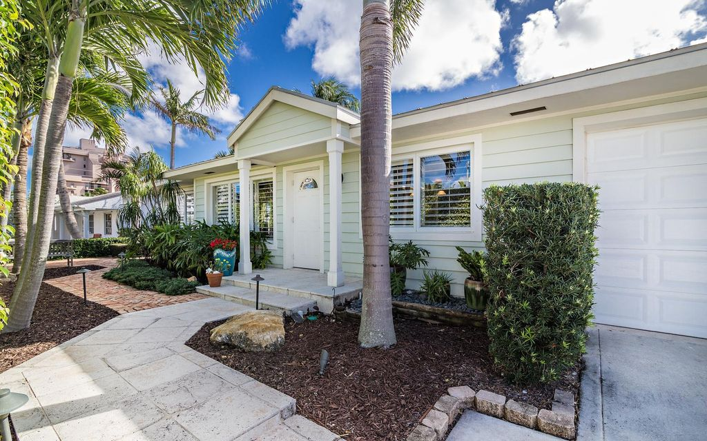 400 Mars Way, Juno Beach, FL 33408