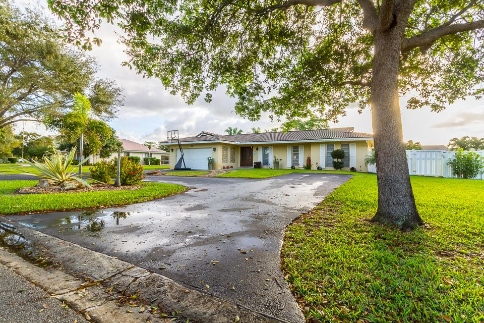 2891 NW 107th Avenue, Coral Springs, FL 33065
