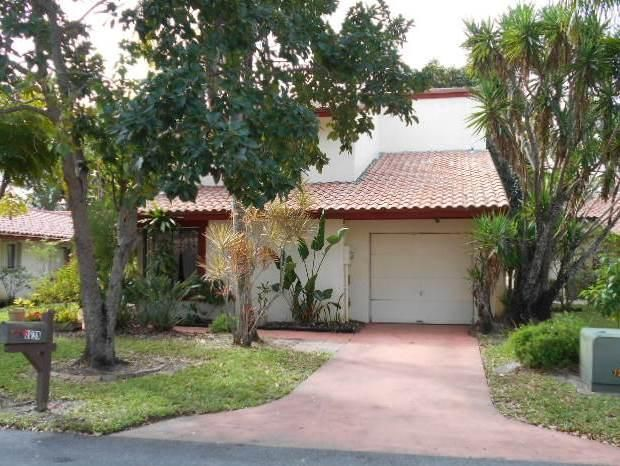 2830 Blue Spruce Court  Lake Worth, FL 33462