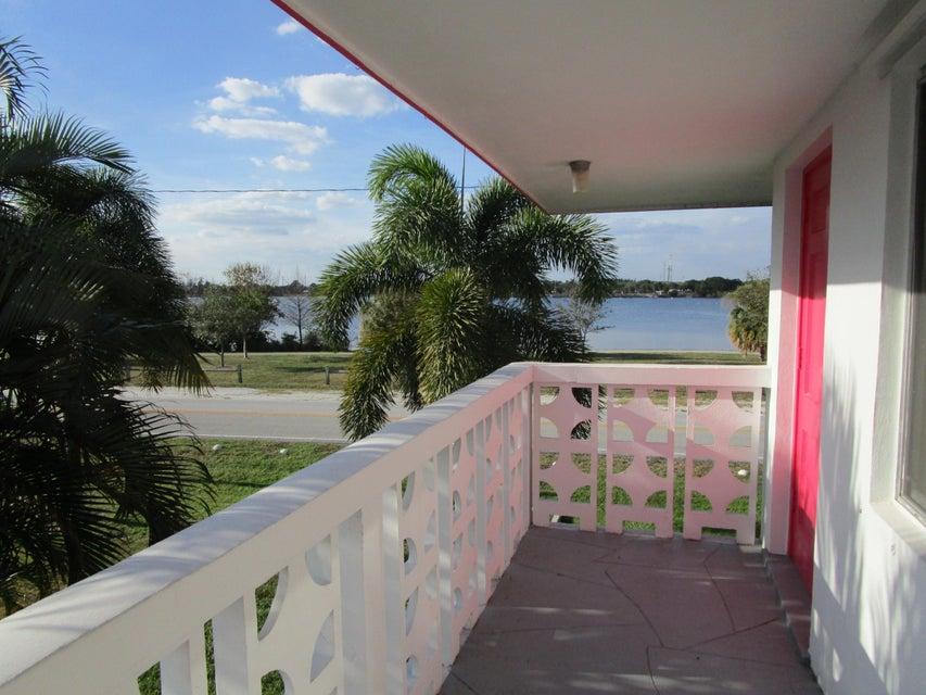 2180 Lake Osborne Drive 12, Lake Worth, FL 33461