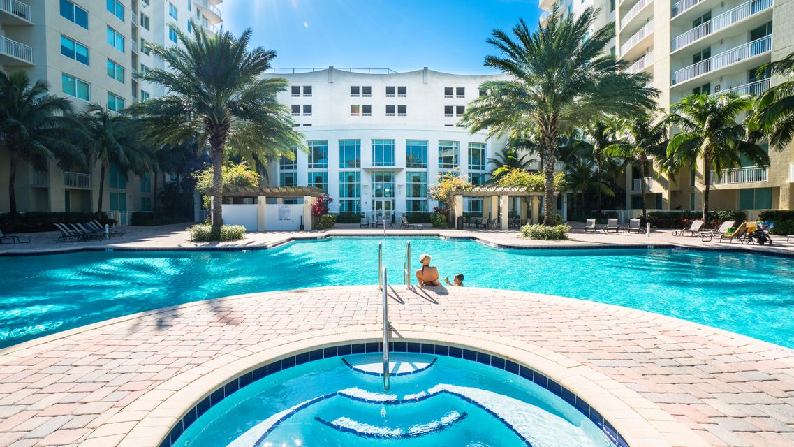 Konsum / Eigentumswohnung für Verkauf beim 1755 E Hallandale Beach Boulevard Hallandale, Florida 33009 Vereinigte Staaten