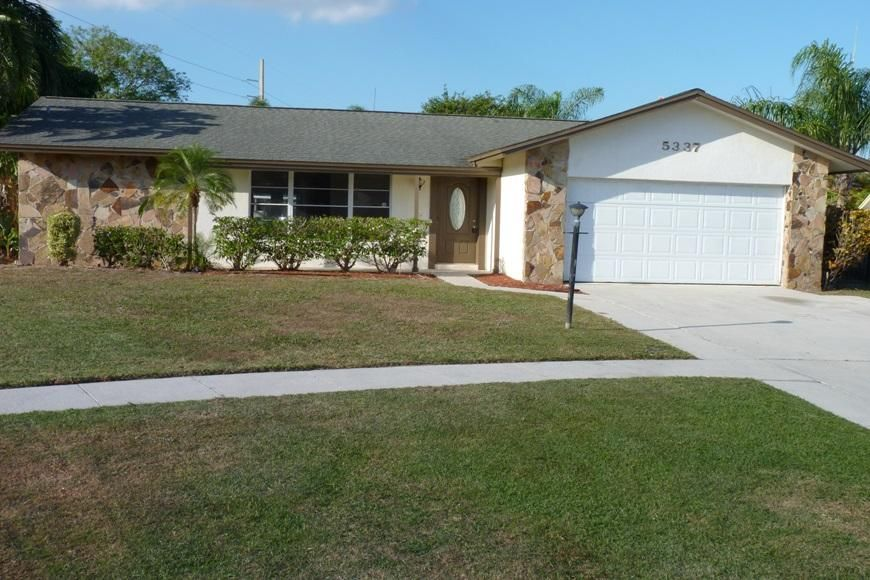 5337 Sandhurst Circle  Lake Worth, FL 33463
