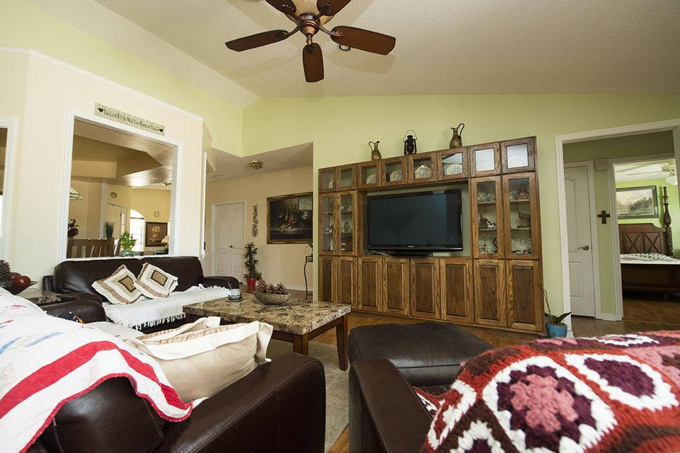 Additional photo for property listing at 566 Romora Bay  St. Lucie West, Florida 34986 United States