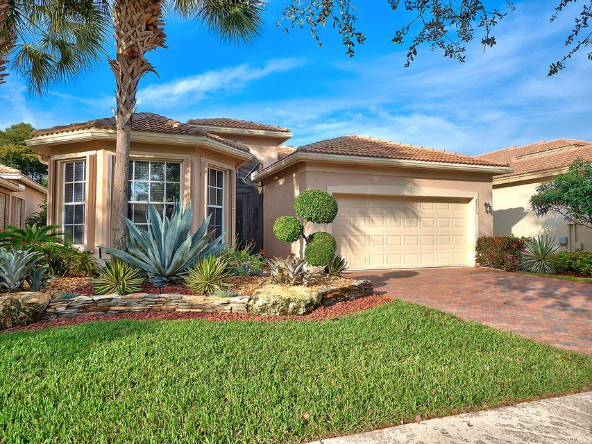 6975 Imperial Beach Circle, Delray Beach, FL 33446