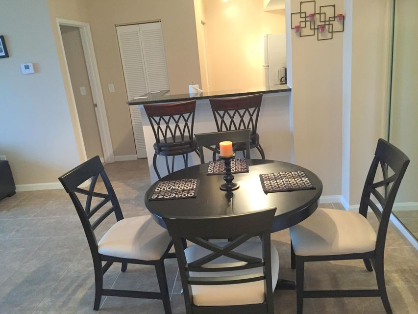 Additional photo for property listing at 651 Okeechobee Boulevard 651 Okeechobee Boulevard West Palm Beach, Florida 33401 États-Unis