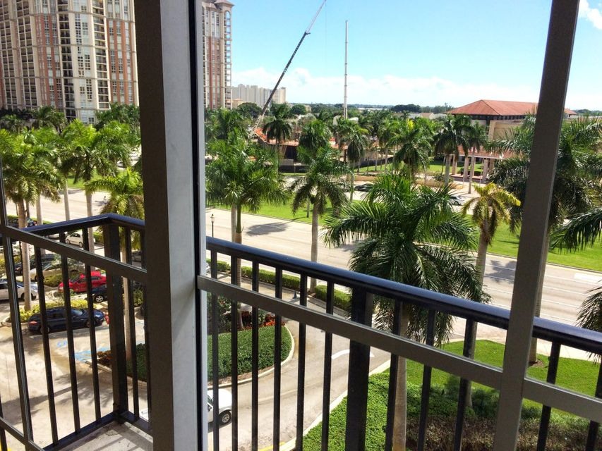 Additional photo for property listing at 651 Okeechobee Boulevard 651 Okeechobee Boulevard 西棕榈滩, 佛罗里达州 33401 美国
