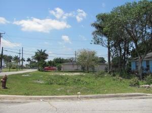 105 NW 2nd Avenue, South Bay, FL 33493