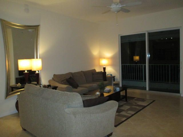 Additional photo for property listing at 802 W Windward Way 802 W Windward Way Lantana, Florida 33462 United States