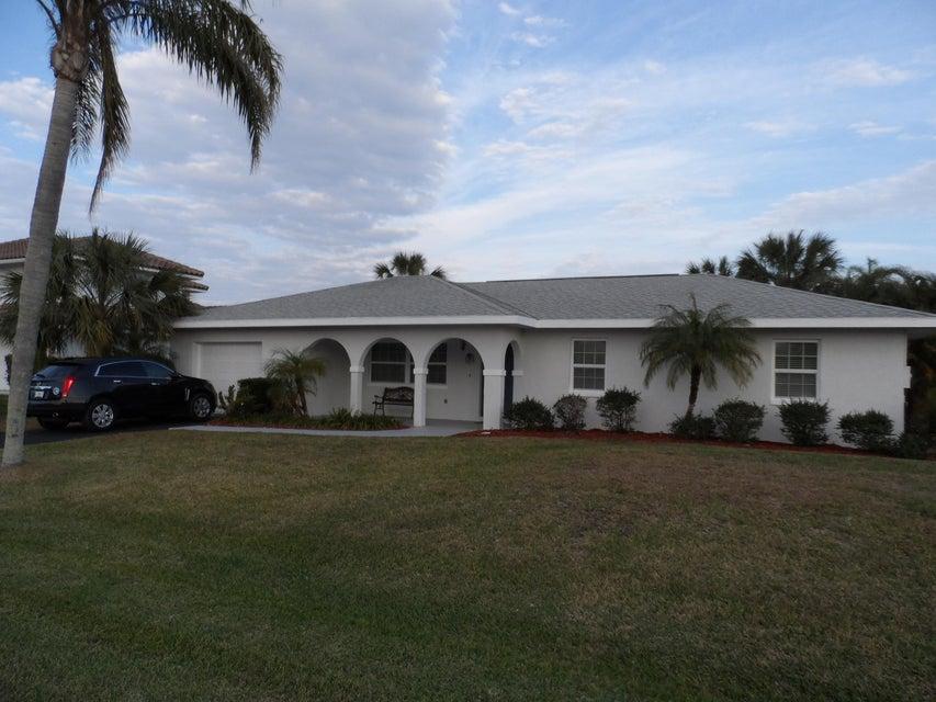 122 Queen Catherina Court, Hutchinson Island, FL 34949