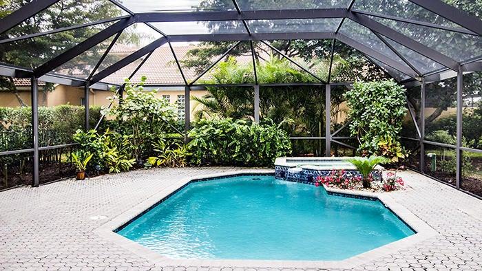 10630 Piazza Fontana Pool