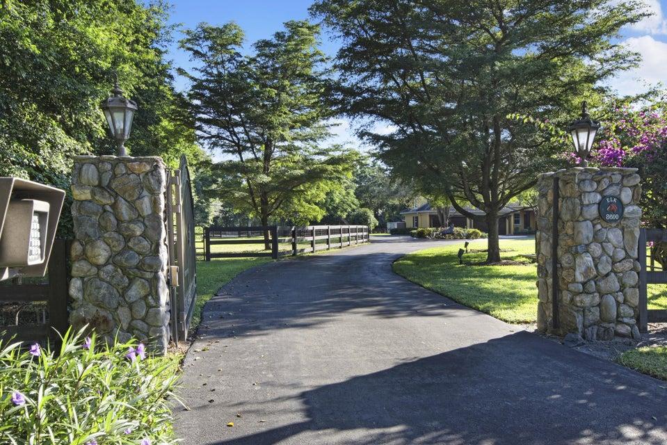 8600 Horseshoe Lane