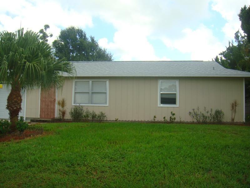 2049 SW Scorpio Lane, Port Saint Lucie, FL 34984