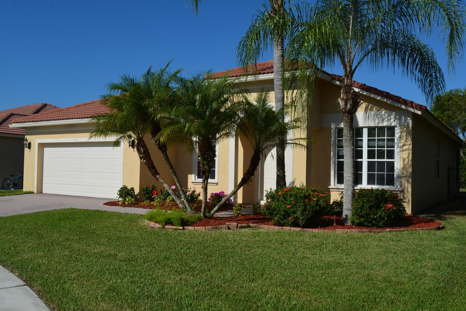 1267 Pebble Ridge Lane  West Palm Beach, FL 33411