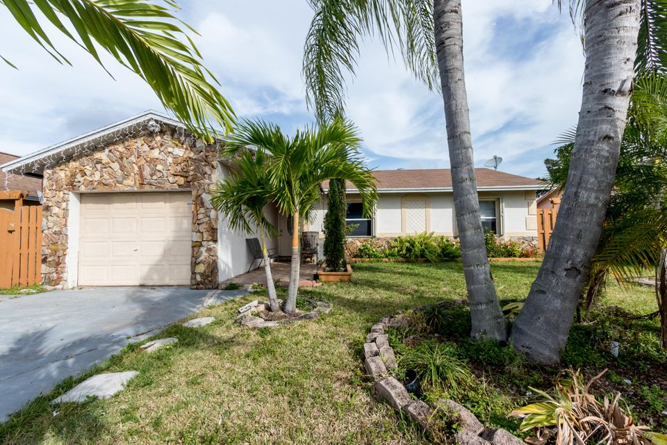 7701 SW 7th Place, North Lauderdale, FL 33068