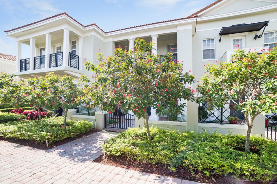 833 NW 82nd Place, Boca Raton, FL 33487