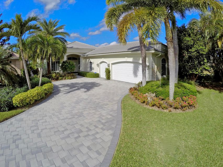 6769 Oakmont Way, West Palm Beach, FL 33412