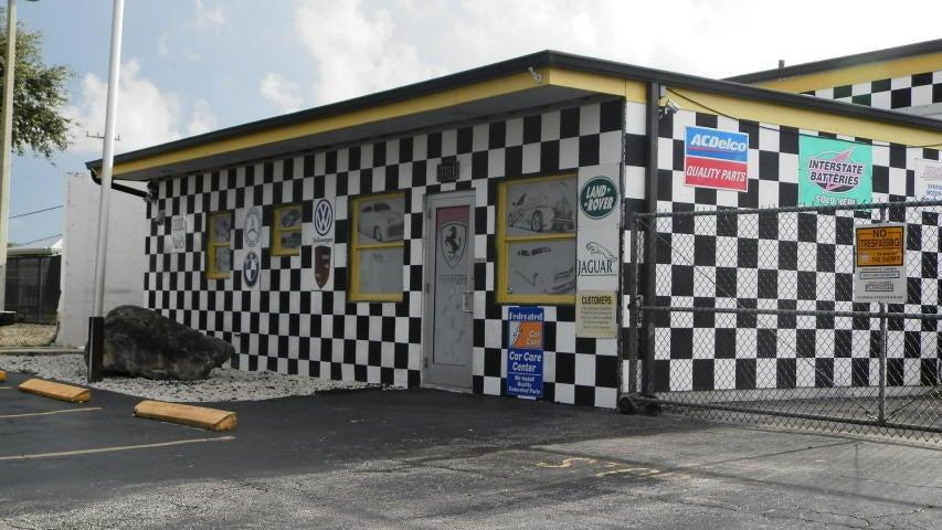 Geschäft für Verkauf beim 3151 N Us Hwy 1 3151 N Us Hwy 1 Fort Pierce, Florida 34950 Vereinigte Staaten