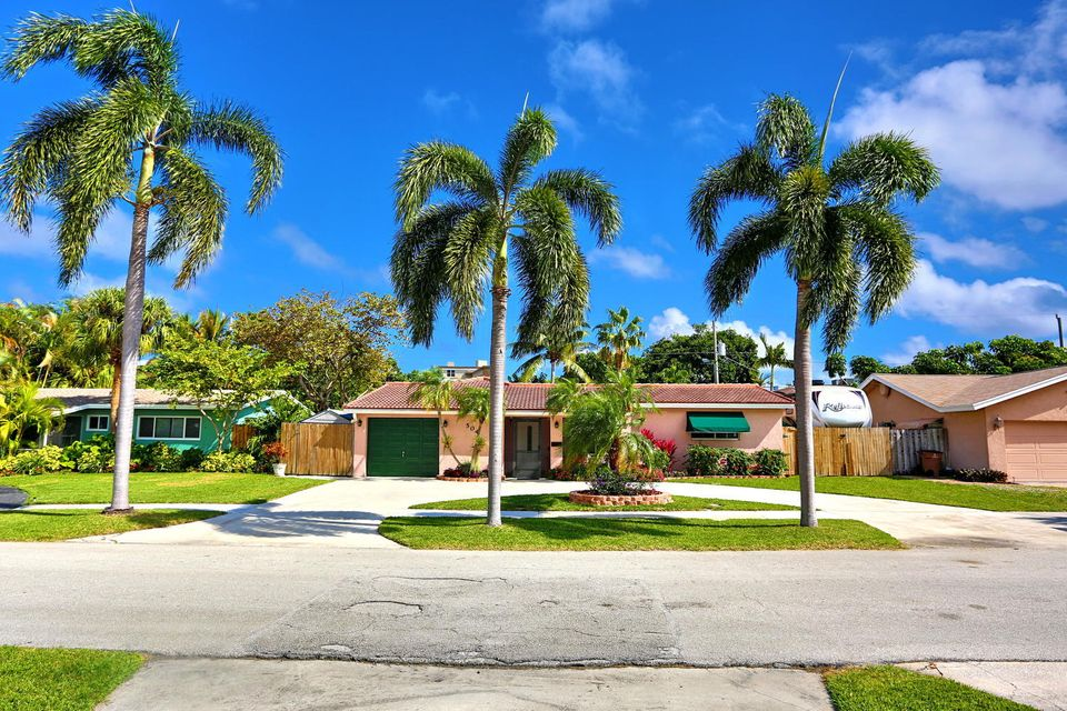 504 SE 8th Avenue , Deerfield Beach FL 33441 is listed for sale as MLS Listing RX-10306487 38 photos