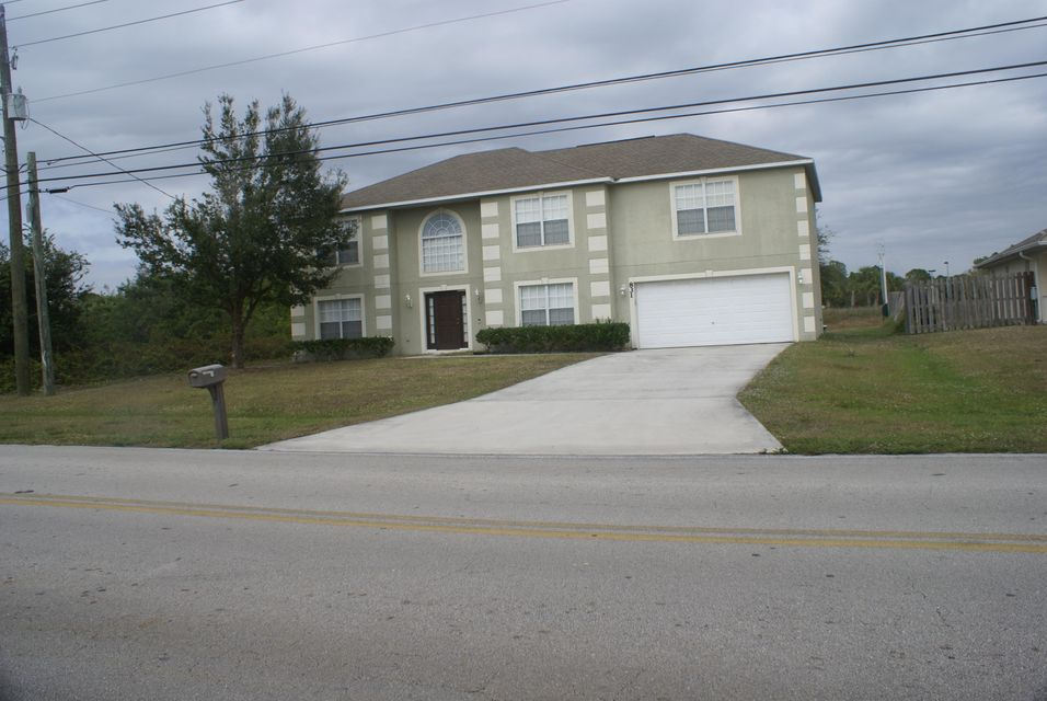 Additional photo for property listing at 826 SW Tulip 826 SW Tulip Port St. Lucie, Florida 34953 United States