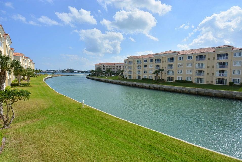 7 Harbour Isle Drive E 202, Fort Pierce, FL 34949