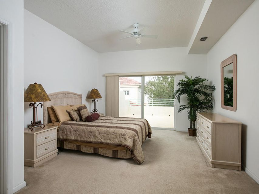 Additional photo for property listing at 564 7th Square 564 7th Square Vero Beach, Florida 32962 États-Unis