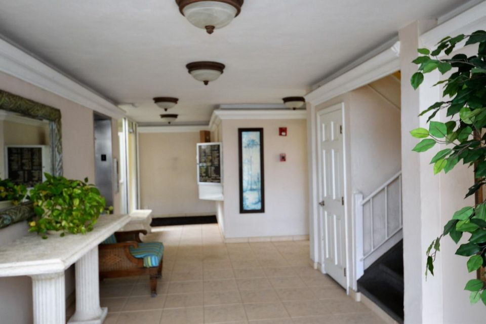 3575 S Ocean Boulevard South Palm Beach, FL 33480 - photo 2