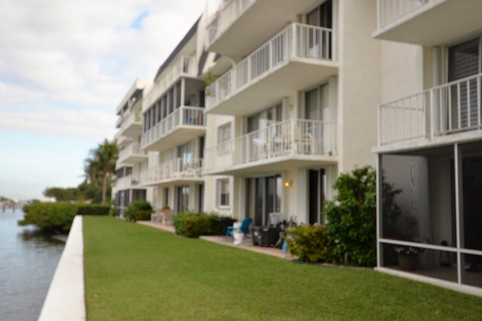 Additional photo for property listing at 3575 S Ocean Boulevard  South Palm Beach, Florida 33480 Estados Unidos