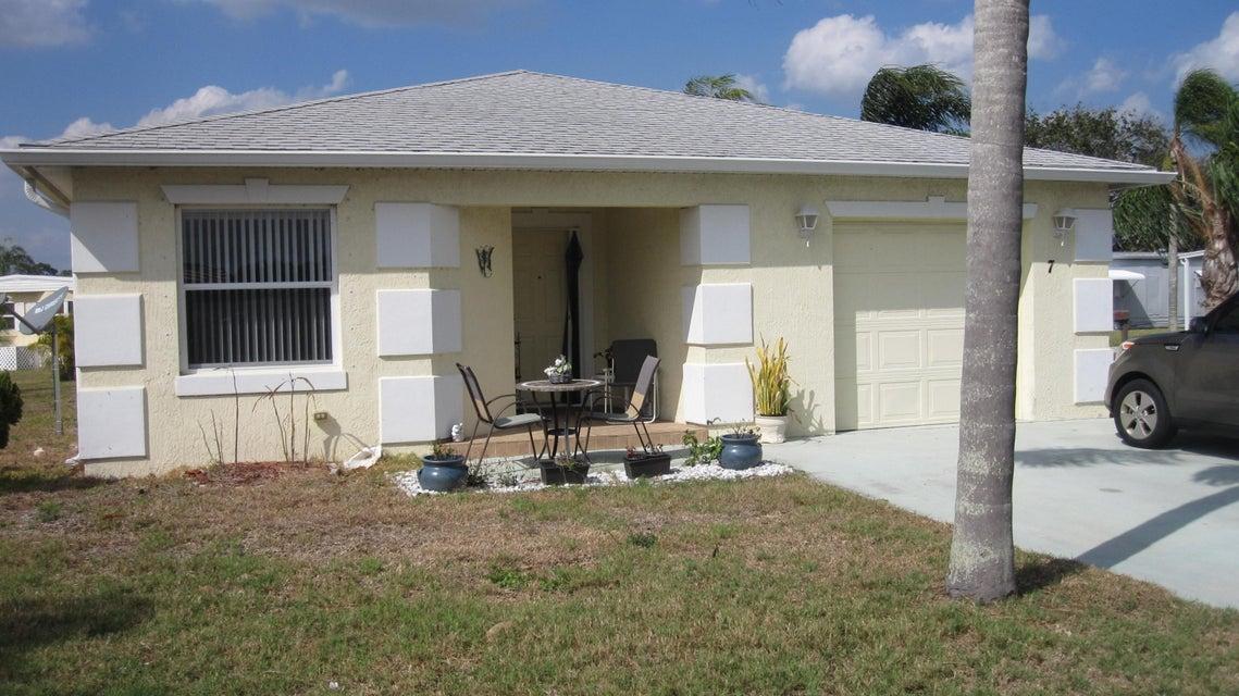7 Los Lagos Lane, Port Saint Lucie, FL 34952