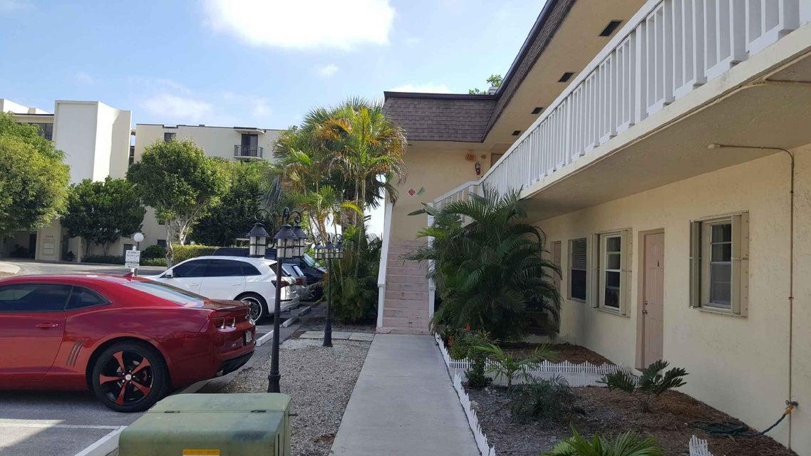1204 S Lake Drive 12, Lantana, FL 33462