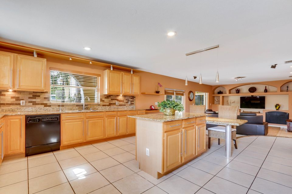 Additional photo for property listing at 801 N Palmway  Lake Worth, Florida 33460 Vereinigte Staaten