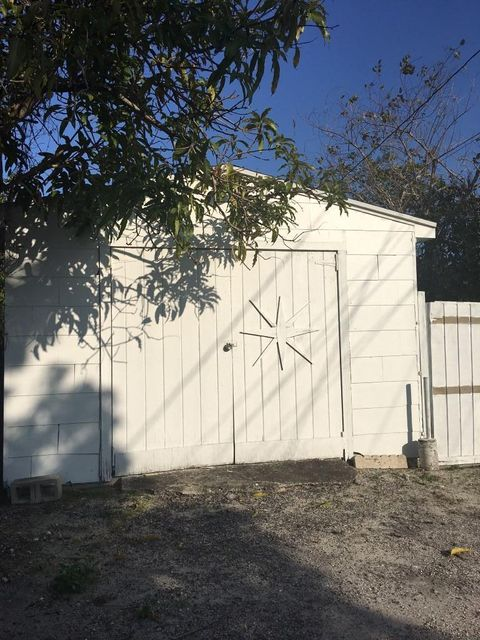 Additional photo for property listing at 629 N F Street 629 N F Street Lake Worth, Florida 33460 United States