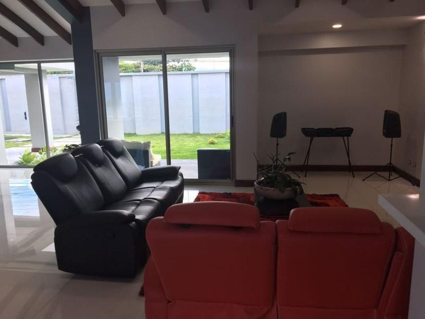 Additional photo for property listing at Trejos Montealegre Costa Rica Trejos Montealegre Costa Rica  Outras Áreas 00000 Estados Unidos