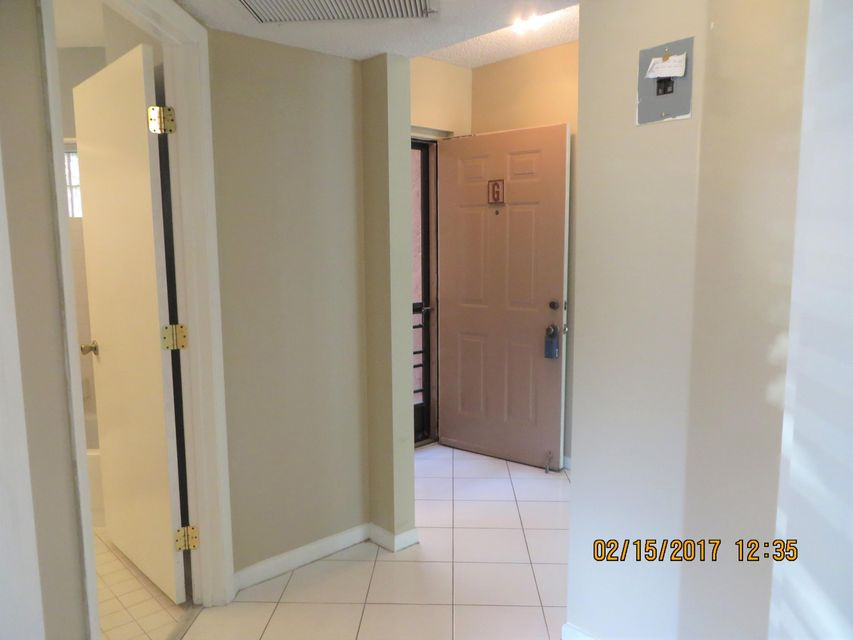 hall to 2nd bed bath