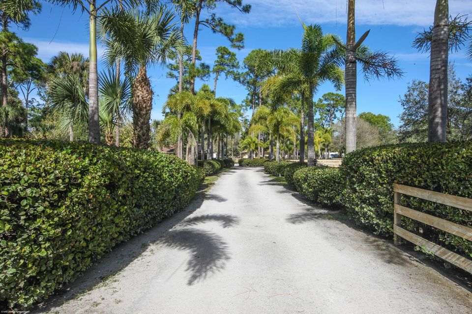 Additional photo for property listing at 13899 E Citrus Drive 13899 E Citrus Drive Loxahatchee Groves, Florida 33470 États-Unis