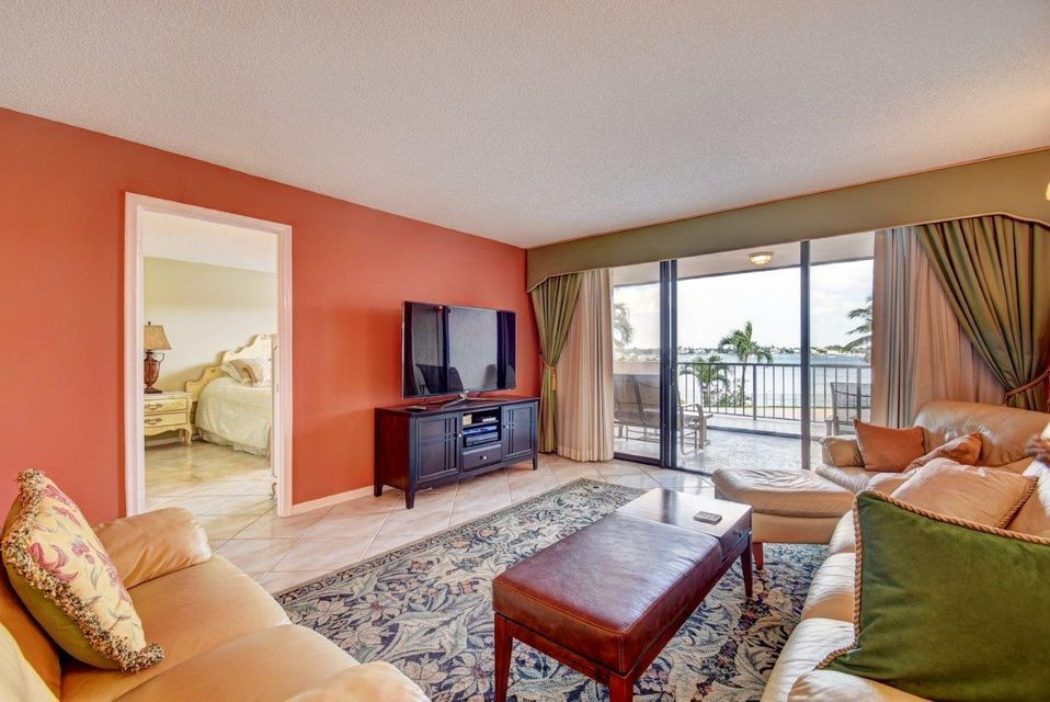 Co-op / Condo للـ Sale في 5200 N Flagler Drive 5200 N Flagler Drive West Palm Beach, Florida 33407 United States