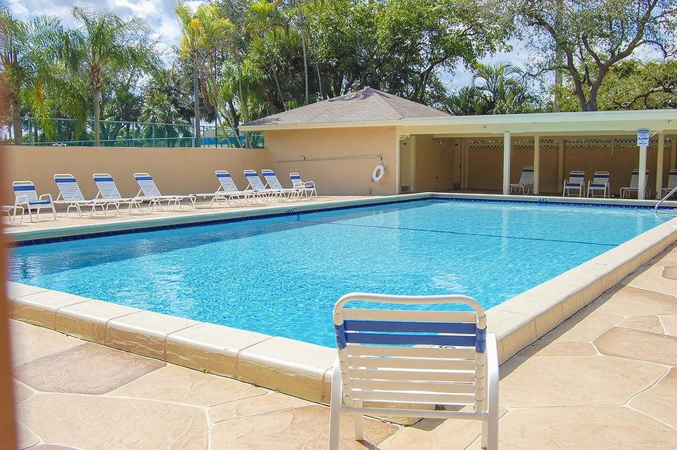 Co-op / Condominio por un Venta en 3939 NE 5th Avenue 3939 NE 5th Avenue Boca Raton, Florida 33431 Estados Unidos
