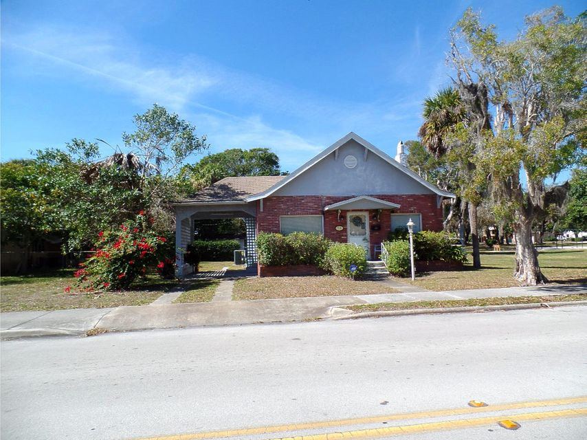 Additional photo for property listing at 713 S 10th Street 713 S 10th Street Fort Pierce, Florida 34950 États-Unis