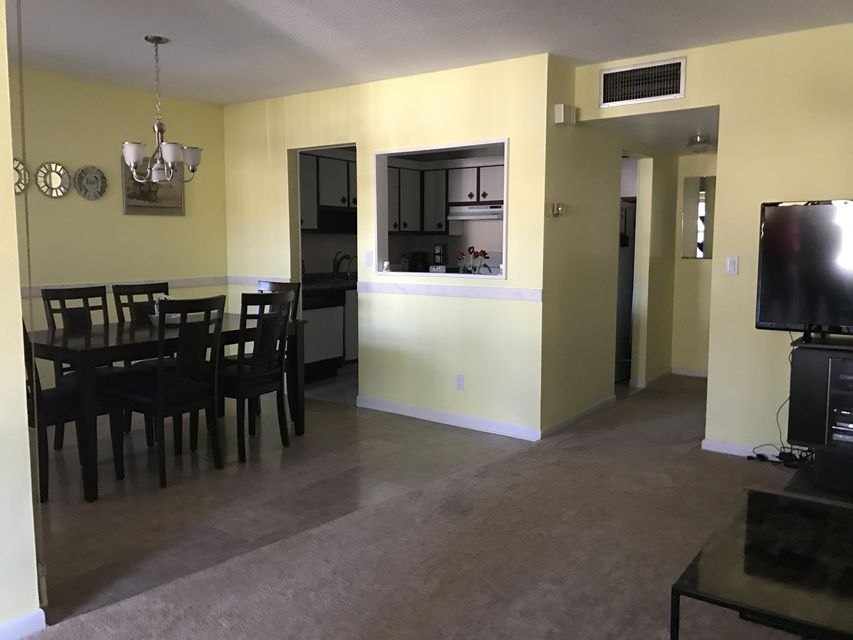 Additional photo for property listing at 182 Stratford N 182 Stratford N West Palm Beach, Florida 33417 United States